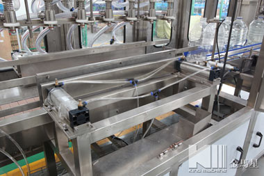 automatic-liner-washing-filling-capping-machine-6